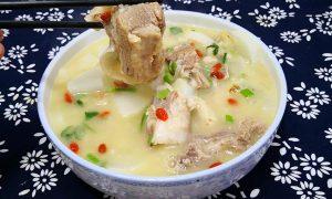 炖羊肉汤,最忌直接下锅炖,教你1招,汤白似牛奶,肉香无膻味